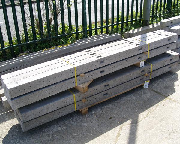 1.52m Concrete Morticed Post Corner